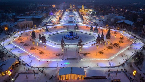 بالصور: موسكو تفتتح أكبر حلبة للتزلج على الجليد في الهواء الطلق