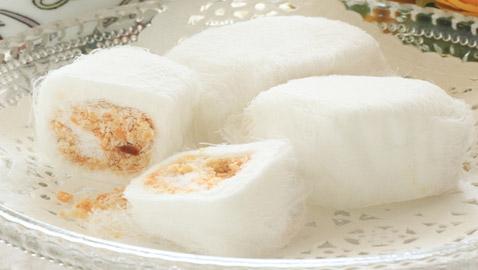 شعر ناعم محشو بالفول السوداني.. إليكم وصفة حلوى خبز التنين الصينية