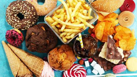 هذه الأطعمة ضارة بصحة الأطفال