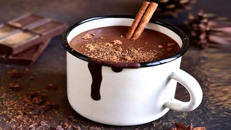 بالموكا أو الفلفل الحار.. 4 طرق مميزة لتحضير مشروب الشوكولاتة الساخن