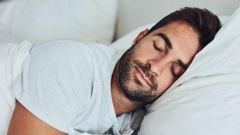 دراسة علمية تكشف فوائد النوم العميق على الدماغ.. يزيل البروتينات السامة